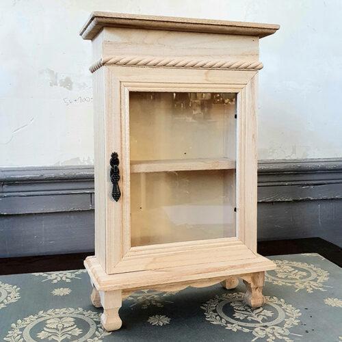 Ξύλινο ντουλαπάκι με γυάλινο πορτάκι